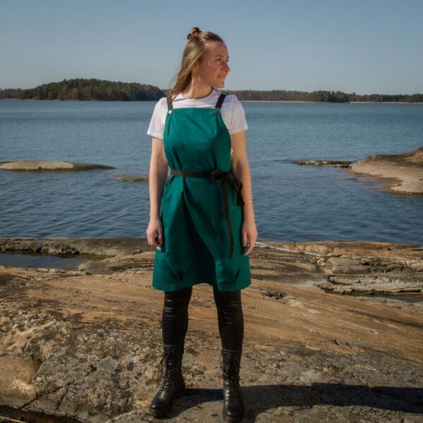 Tyylikäs suomalainen essu - kotimainen kasityo - Univormu